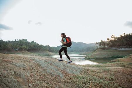 caucasian woman alone walking side lake Banque d'images - 110279489