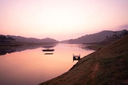 Beautiful scenery morning sunrise in the lake 스톡 콘텐츠