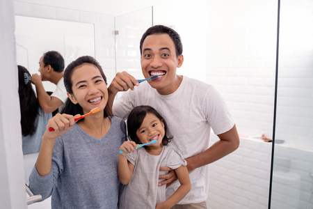 happy asian family brush their teeth together Stock Photo - 115905298