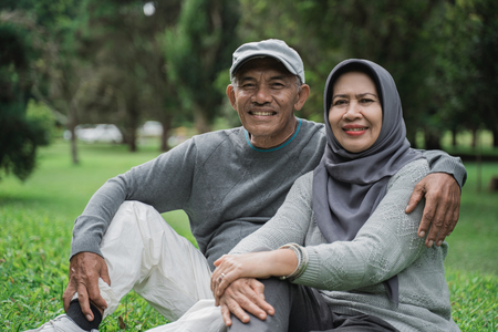 muslim couple in the park smiling and looking at camera Stok Fotoğraf
