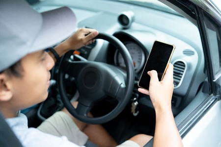 driver use smartphone when drive a car to navigate