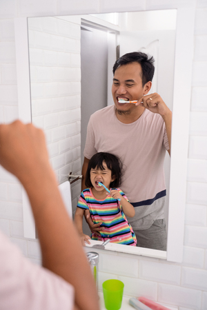 kid learn how to brush teeth with dad Stock Photo - 116841130