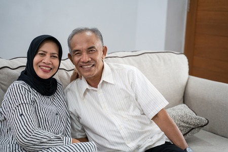 asian muslim eldery couple together Banque d'images