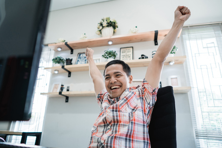 excited man happy about winning 版權商用圖片 - 118386789