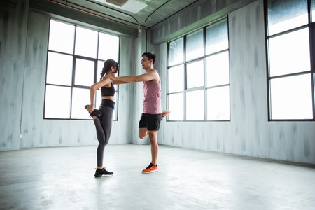 sports couple warming up before to core exercise 스톡 콘텐츠