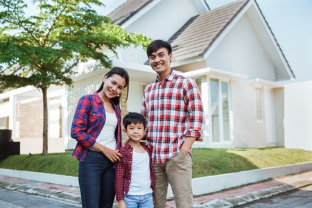 asian family with kid portrait in front of their house Imagens