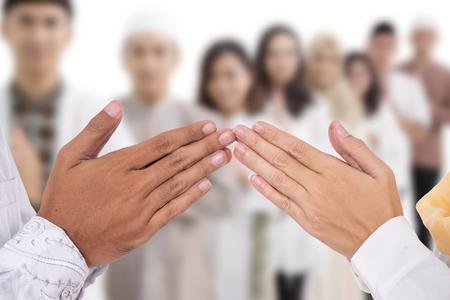 muslimische hand fingerspitze berühren gruß Standard-Bild