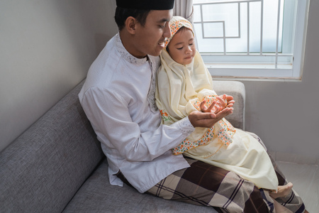 asian dad teach her daughter how to pray Stock Photo