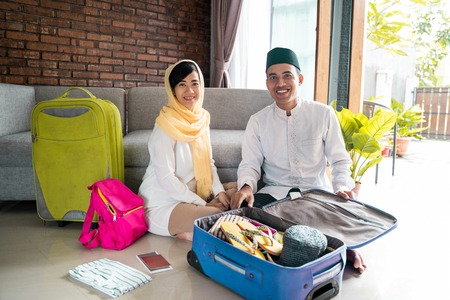 muslim couple travelling concept