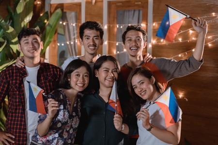 vriend die de nationale onafhankelijkheidsdag van Filipijnen viert