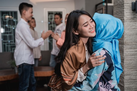 Lebaran homecoming in his hometown greet each other and apologize