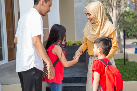 shake hand to parent before going to school Stok Fotoğraf