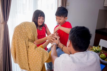 enjoy family time together 版權商用圖片