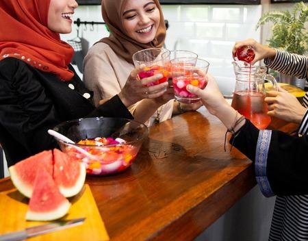 hijab women and friends breaking fast with sweet drinks Stok Fotoğraf
