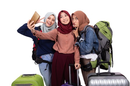 woman going vacation holding suitcase take selfie Stok Fotoğraf