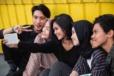 young people selfie together with friends Imagens