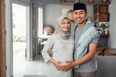 muslim couple when wife pregnant