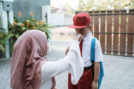 kid shake and kiss his mothers hand before school Stok Fotoğraf - 127495906