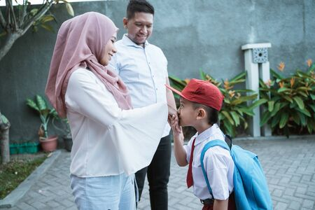 student kiss his parents hand before going to school Stok Fotoğraf