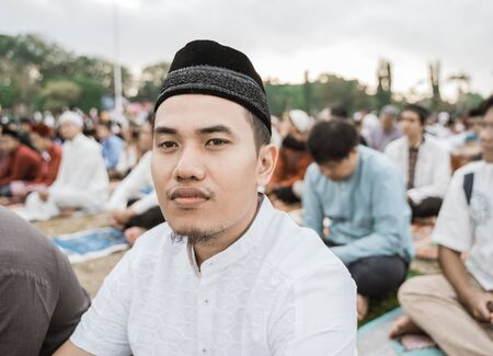 Asian man pray Eid prayer 免版税图像