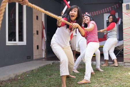 Concours de tir à la corde indonésien Banque d'images