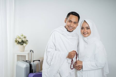muslim pilgrims wife and husband in white traditional clothes