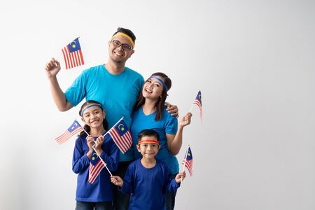 malaysia family with attributes and flag celebrating Banco de Imagens