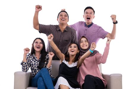 Grupo de estudiantes universitarios universitarios manos arriba