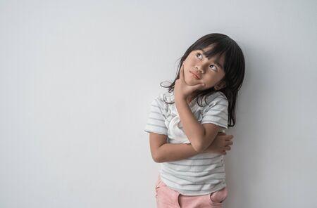 dreamy asian little girl Zdjęcie Seryjne - 129257995