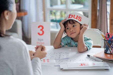 kid enjoy learning number and word using flashcard