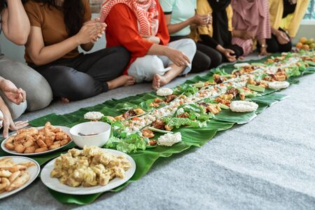 woman hand eating their food together laying on banana leaf Reklamní fotografie