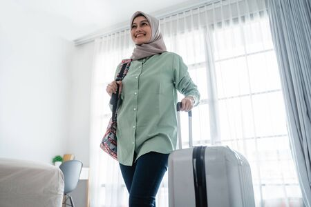 beauty young hijab traveler walk and carrying her bag and holding suitcase Reklamní fotografie