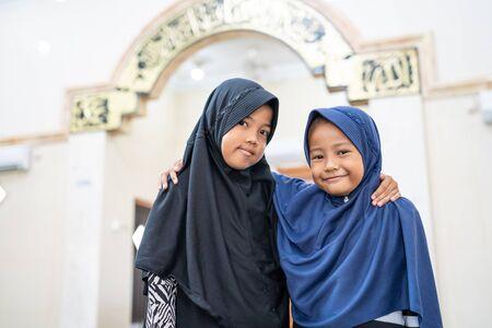 两个孩子最好的朋友穆斯林