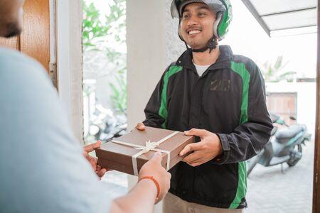 uber driver courier delivering gift box