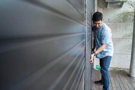 shop owner is opening the door Foto de archivo