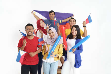 excited asian young supporter holding philippines flag Banque d'images