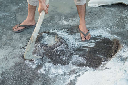 close up of mason hand holding a hoe for dough for sand and cement Standard-Bild