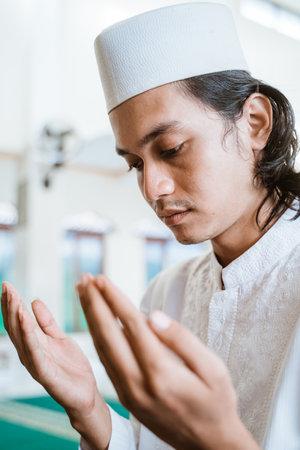 Close up man muslim doing prayer