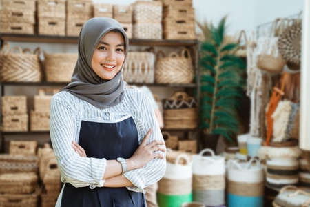 business of asian woman with head scarf 版權商用圖片