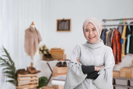 portrait of young attractive muslim woman standing with arm crossed in a shop 版權商用圖片