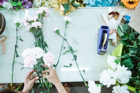 portrait hand florist make a flower handcraft on the table