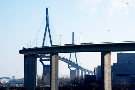 Köhlbrandbrücke über die Elbe von der Hafengebiet Waltershof mit dem Container-Terminal, Sehenswürdigkeiten in Hamburg Deutschland Lizenzfreie Bilder