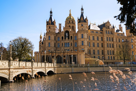 Schwerin Palace, or Schwerin Castle, palatial schloss on an island in the lake, romantic historicism architecture, Mecklenburg-Vorpommern, northern Germany, Europe