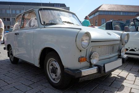 RATZEBURG, DEUTSCHLAND - 2. JUNI 2019: Historischer Trabant oder Trabbi, ein klassisches Automobil, das von 1957 bis 1990 vom ehemaligen DDR-Automobilhersteller VEB Sachsenring produziert wurde, gezeigt auf dem Oldtimer-Treffen in Ratzeburg, ausgewählter Fokus