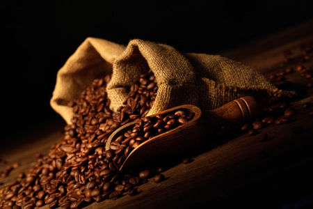 jute bags with scoop and coffee beans