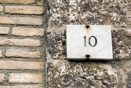 numero: House number 10 sign.