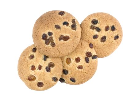 Biscuits faits maison frais aux raisins secs sur fond blanc