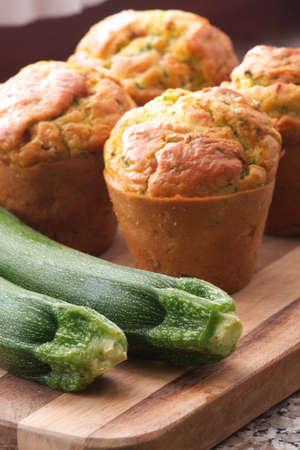 zucchini: Magdalenas calabac�n y queso Foto de archivo