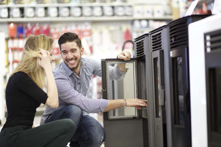 couple at hardware store Standard-Bild