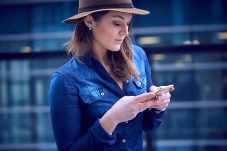 fashion woman talking to mobile Foto de archivo